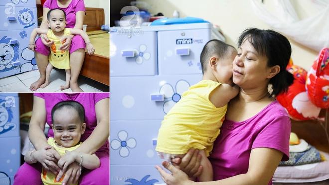 Một ngày của cô bé 4 tuổi không được đến trường, sống sót nhờ những chiếc băng vệ sinh và bao cao su - Ảnh 2.