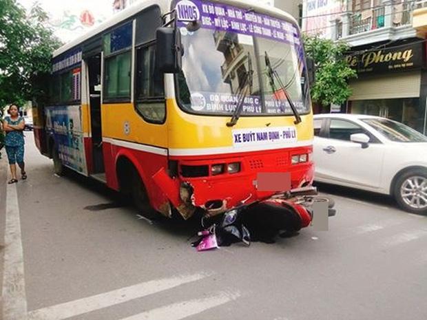 Nam Định: Nữ hộ sinh bị xe buýt cuốn vào gầm tử vong - Ảnh 1.