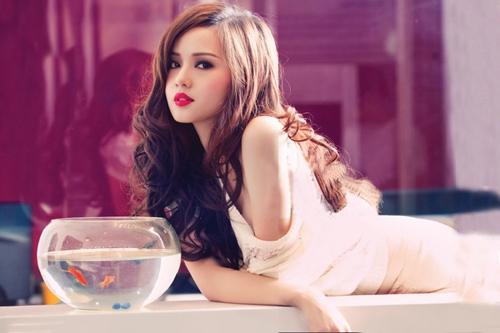 Cô nàng hot girl sở hữu phong cách cùng vẻ đẹp ngọt ngào cũng từng trải nghiệm phong cách sexy, gợi cảm.
