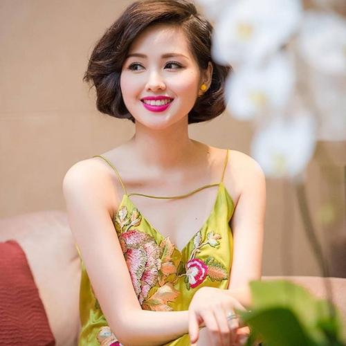 Rũ bỏ hình ảnh ngọt ngào, cô hotgirl số một Hà Thành ngày một trở nên mặn mà và quyến rũ hơn.