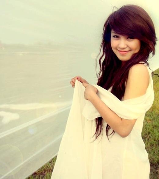 Cô từng là sinh viên khoa piano của nhạc viện Hà Nội. Cô sở hữu khuôn mặt bầu bĩnh, má lúm đồng tiền duyên dáng. Ngay khi mạng internet bắt đầu nở rộ trong giới trẻ Việt vào năm 2005-2006, nhờ loạt ảnh xinh đẹp, dễ thương, hình ảnh Mi Vân đã được cộng đồng mạng lan truyền nhanh chóng.