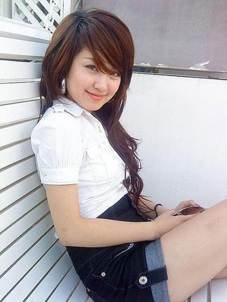 Mi Vân từng đạt giải đặc biệt của cuộc thi Hoa học trò Icon, cùng năm với Hoa hậu Ngọc Hân. Cô trở thành người mẫu ảnh cho nhiều tờ báo tuổi teen thời đó. Nét trẻ trung, đáng yêu, nhí nhảnh của Mi Vân mỗi khi chụp hình khiến người xem thích thú.