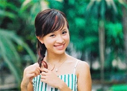 Vân Hugo (tên thật Nguyễn Thanh Vân, sinh năm 1985 tại Hà Nội). Cô tốt nghiệp Học viện Ngoại giao và tốt nghiệp Thạc sỹ tại Thụy Sỹ.