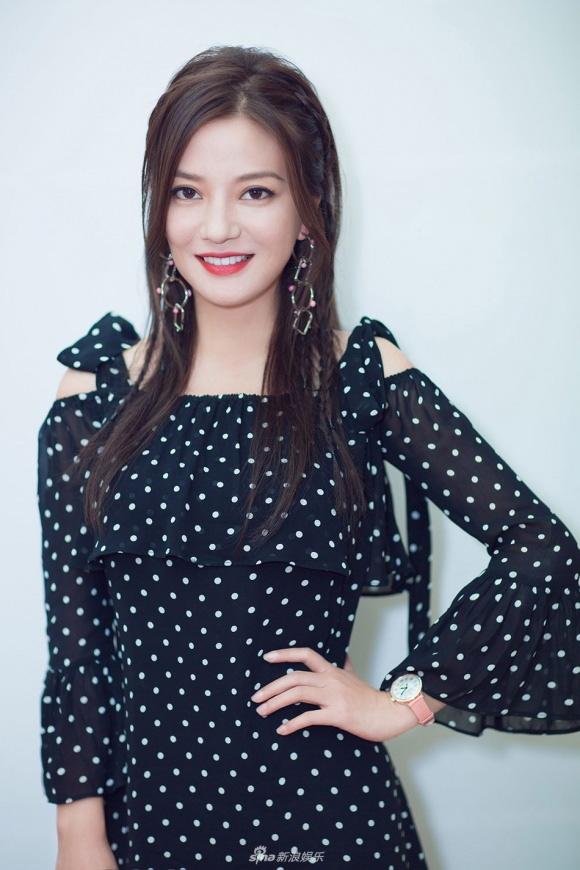 """tham gia gameshow, trieu vy dat hang hieu kin nguoi khien fan """"phat sot phat ret"""" - 1"""
