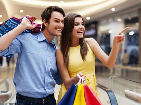 Vợ chồng cạn tiền vì đua nhau mua sắm cho công bằng