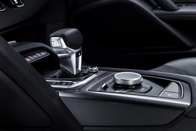 Audi ra mat phien ban dac biet R8 RWS 2018 hinh anh 3