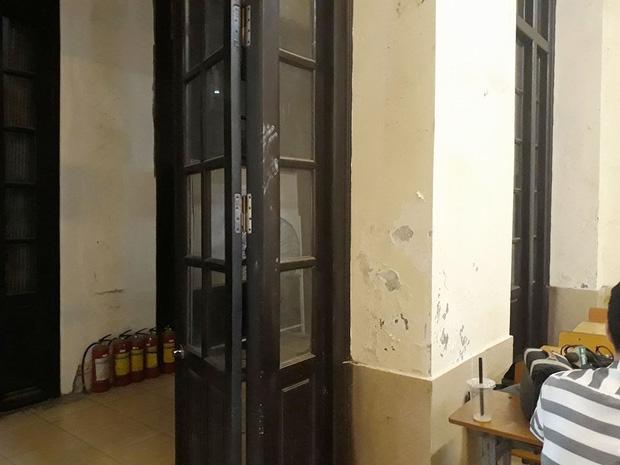 Bên trong trường học vợ NS Xuân Bắc tố học sinh phải kê dép, lấy ghế ngoài bãi phế thải để ngồi - Ảnh 6.