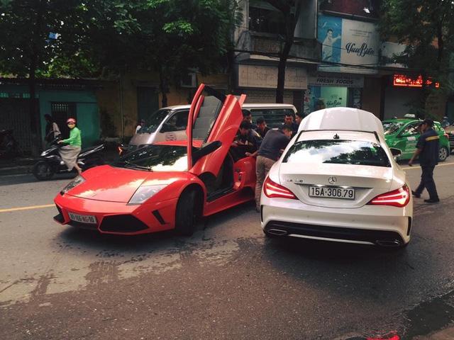 Bò già Lamborghini Murcielago đầu tiên tại Việt Nam lại dở chứng trên phố - Ảnh 1.