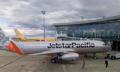 Hơn chục chuyến bay đến miền Trung bị hủy do bão