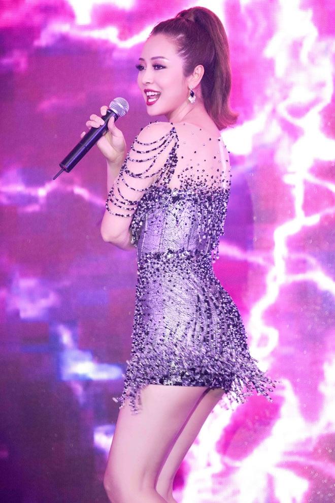 Jennifer Phạm đẹp như nữ thần với váy lạ mắt, nhìn thấu 60% hình thể - 7