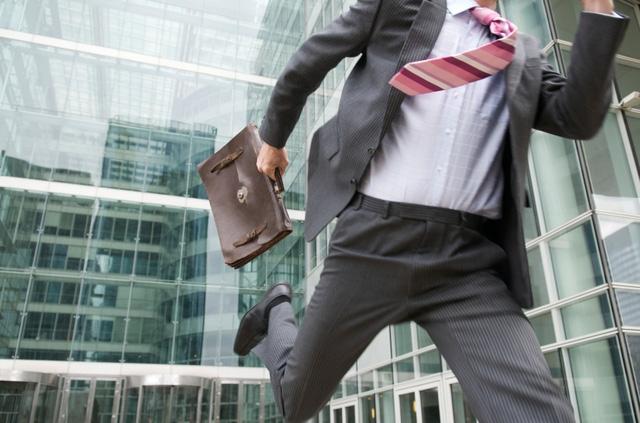 Kết quả hình ảnh cho một người đi làm đúng giờ