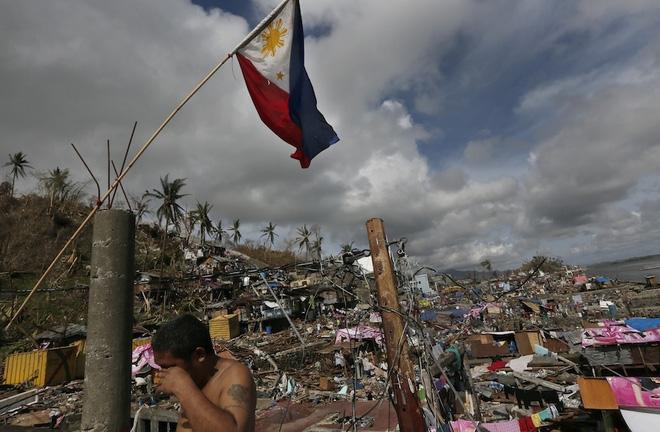 Bão số 10 yếu bằng nửa siêu bão Haiyan, vì sao Việt Nam vẫn báo động đỏ? - Ảnh 2.