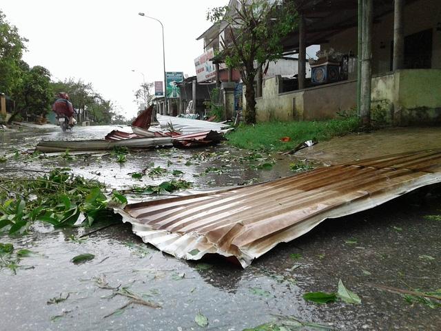 Một số địa phương nằm sâu trong đất liền đã lặng gió nhưng mưa nặng hạt hơn (Ảnh: Đăng Đức)