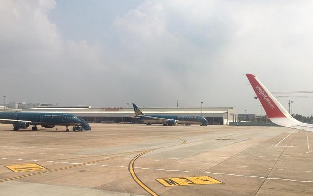 Các chuyến bay đi/đến khu vực miền Trung phải hủy hàng loạt để tránh bão số 10