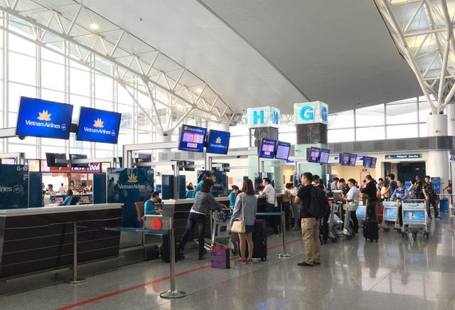 Từ 1/10, hành khách đi máy bay sẽ gánh thêm một số khoản phí phục vụ
