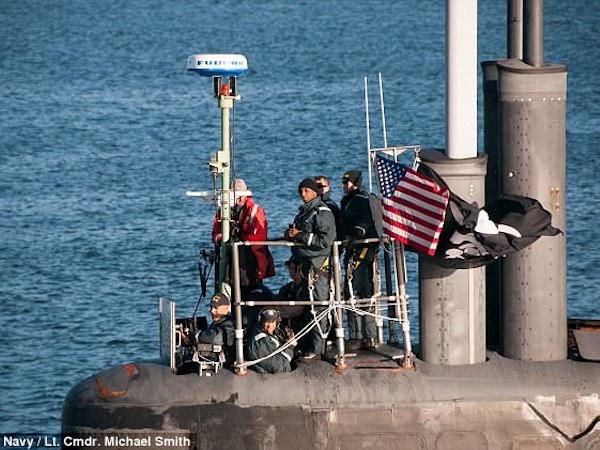 Xôn xao lá cờ cướp biển tung bay trên tàu ngầm hạt nhân Mỹ