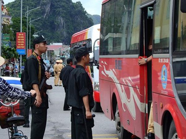 Cảnh sát Quảng Ninh kiểm tra hàng loạt ôtô, truy tìm tử tù vượt ngục