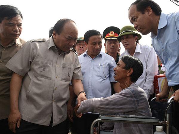 Thủ tướng đến Hà Tĩnh chỉ đạo khắc phục hậu quả bão số 10