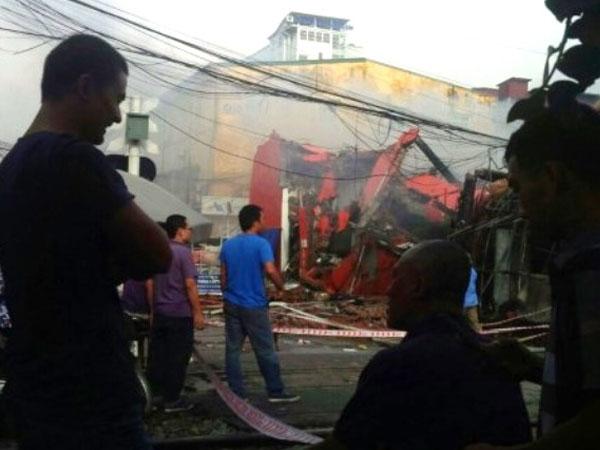 Tiết lộ nguyên nhân vụ cháy cực lớn ở siêu thị trong đêm mưa