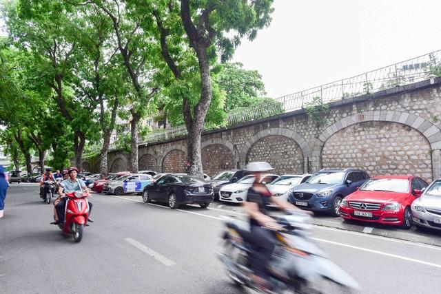 Ngành đường sắt đề nghị chưa phá các vòm đá dẫn lên cầu Long Biên (ảnh: Quang Phong)