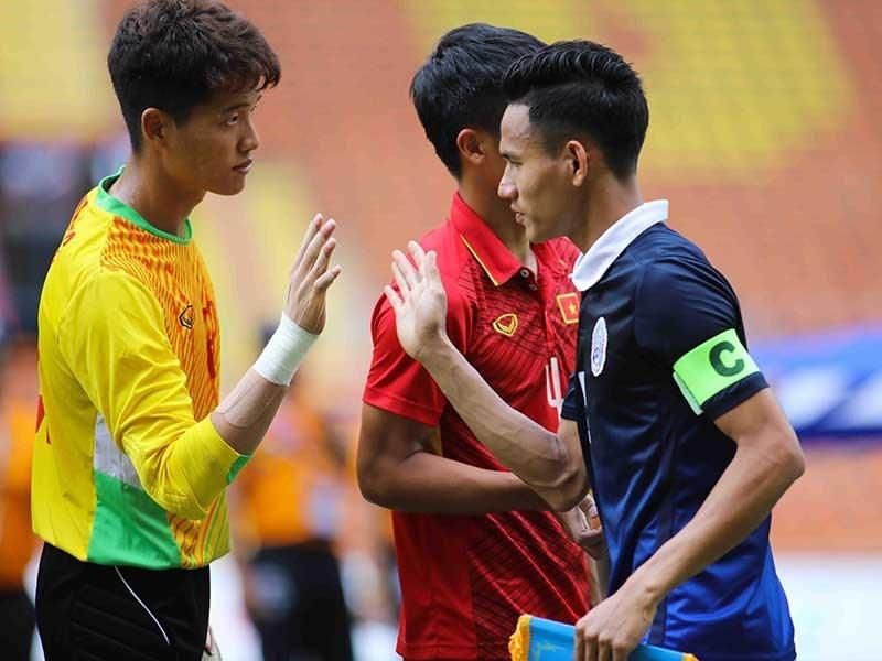 Nếu không thay đổi sẽ sớm thua bóng đá Campuchia - ảnh 1