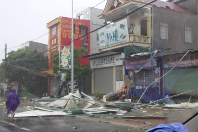 Cơn bão số 10 đã khiến hơn 62 nghìn ngôi nhà bị đổ, tốc mái