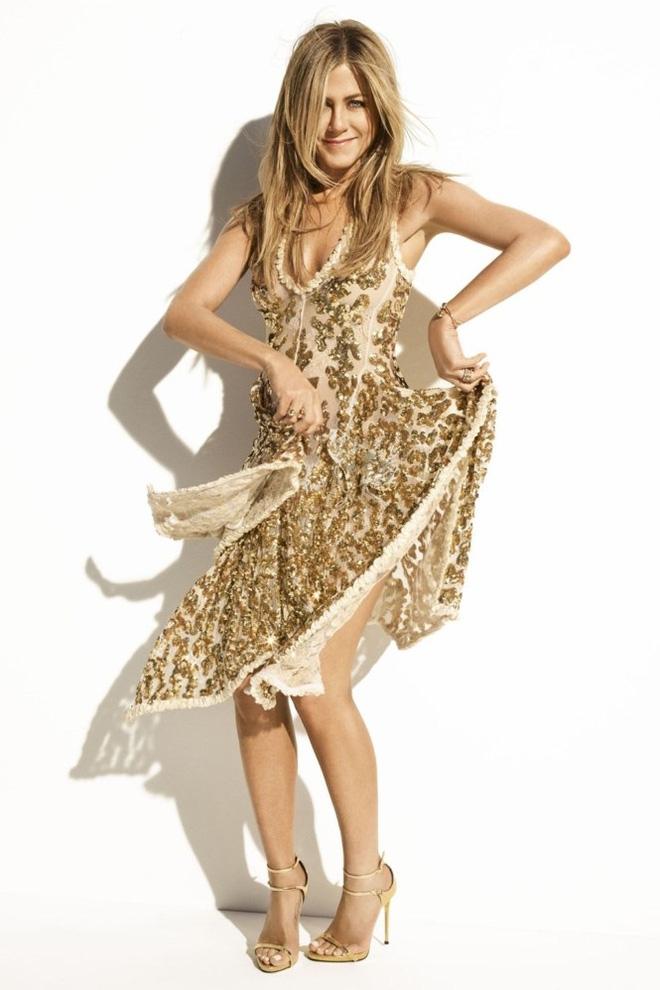 Ở tuổi 48, Jennifer Aniston vẫn khiến người ta say đắm bởi vóc dáng thon thả và đường cong nóng bỏng - Ảnh 1.