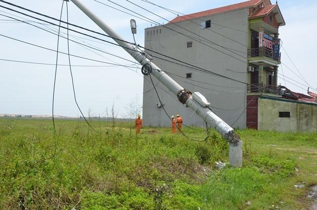 Tại sao hàng nghìn trụ điện trung thế gãy đổ trong bão số 10? - Ảnh 5.