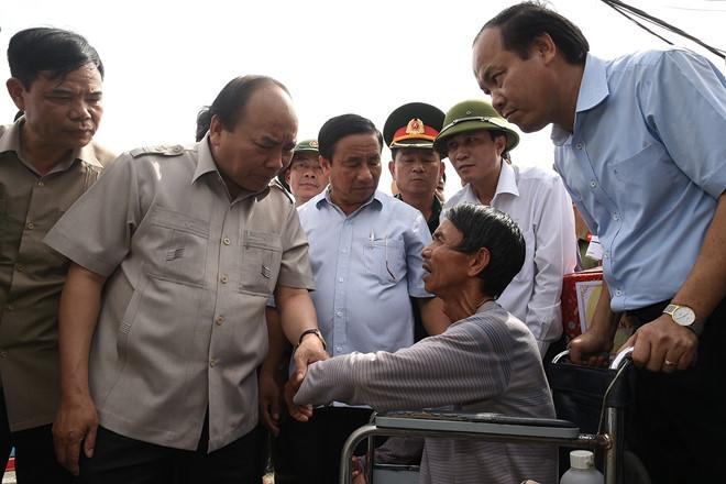 Thu tuong den Ha Tinh chi dao khac phuc hau qua bao so 10 hinh anh 1