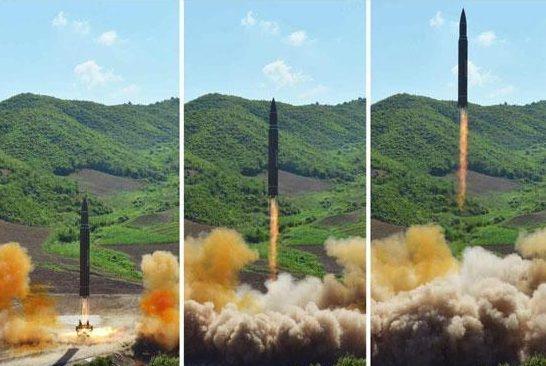Tên lửa Hwasong-14 của Triều Tiên (Ảnh: Sun)