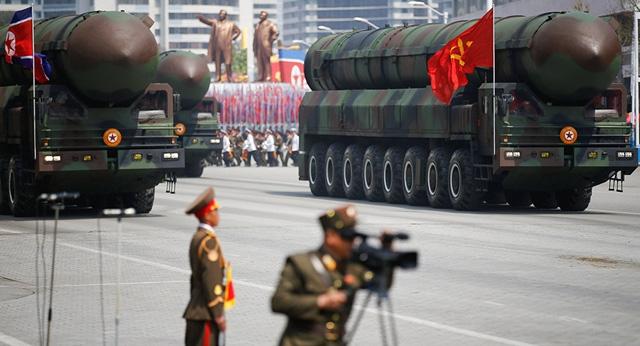 Các tên lửa Triều Tiên tham gia lễ diễu binh quân sự tại Bình Nhưỡng (Ảnh: Reuters)