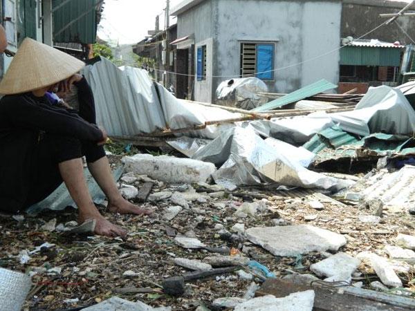 Hà Tĩnh: Làng quê hoang tàn như bãi chiến trường sau bão số 10
