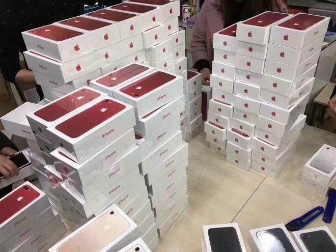 Dân buôn làm hàng iPhone 8 đang hết đất sống - Ảnh 1.