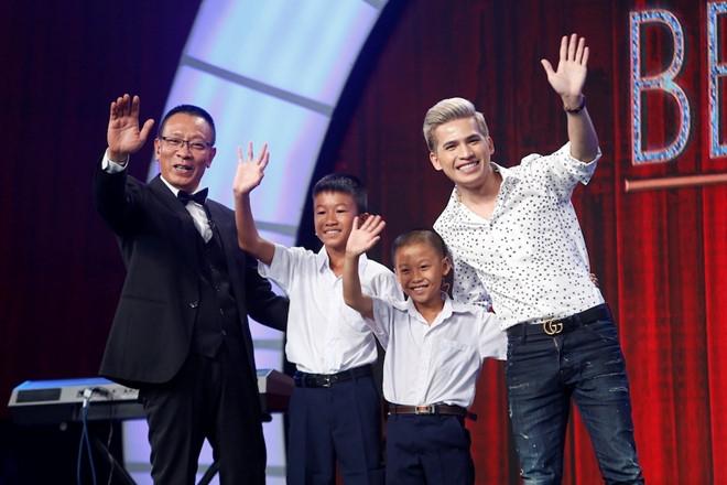 Hai anh em nha ngheo duoc MC Lai Van Sam tang 2 thang luong huu hinh anh 2