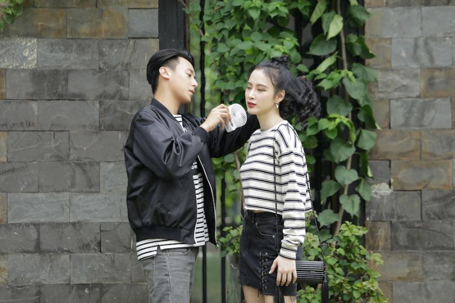 Rocker Nguyen tinh tu voi Angela Phuong Trinh tren phim truong 'Glee' hinh anh 2