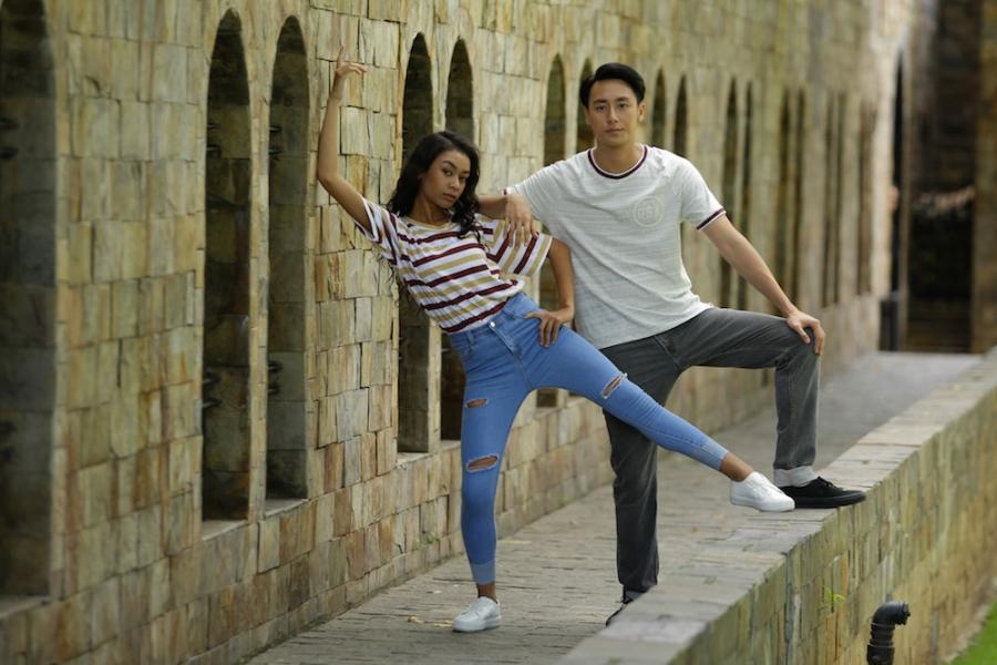 Rocker Nguyen tinh tu voi Angela Phuong Trinh tren phim truong 'Glee' hinh anh 5