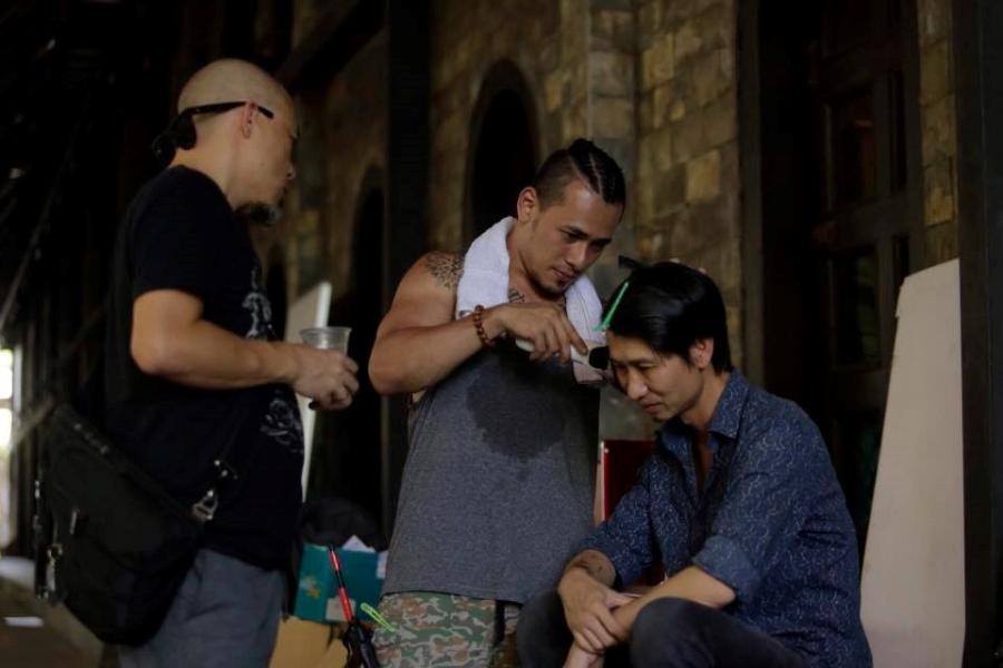 Rocker Nguyen tinh tu voi Angela Phuong Trinh tren phim truong 'Glee' hinh anh 9
