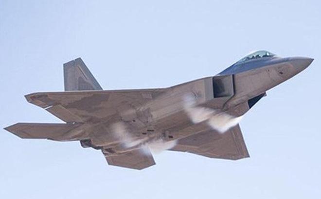 """Sau 20 năm, F-22 vẫn là """"vua bầu trời"""""""