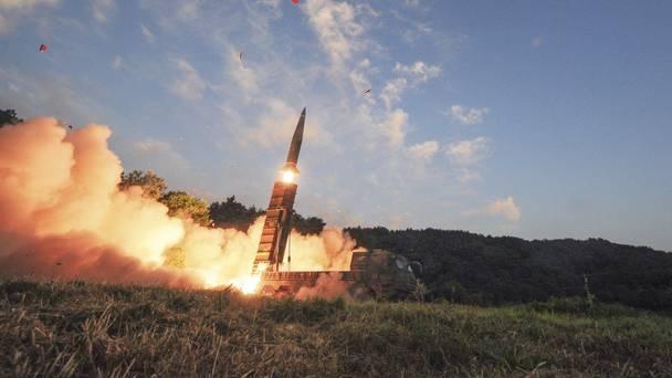 Triều Tiên báo hiệu quyết vượt qua lệnh cấm vận, Nhật-Hàn lo sợ bị Mỹ hy sinh - Ảnh 1.