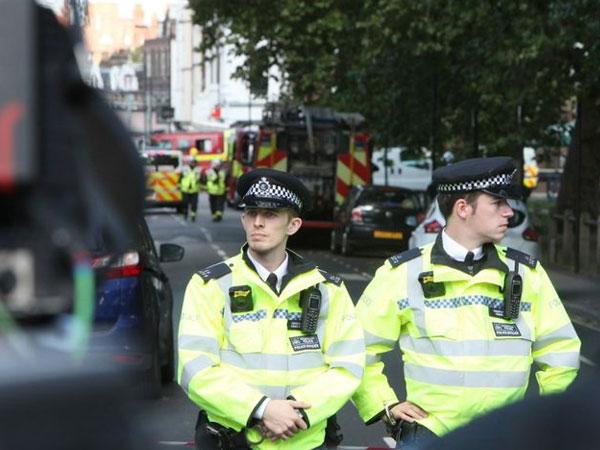Anh tăng thêm 1000 cảnh sát sau khi bắt thêm nghi can khủng bố
