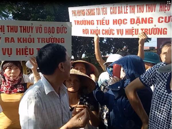 Phụ huynh yêu cầu Hiệu trưởng trường tiểu học Đặng Cương từ chức
