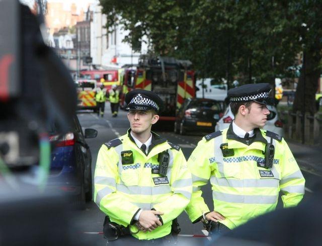 Anh tăng thêm 1000 cảnh sát sau khi bắt thêm nghi can khủng bố - Ảnh 1.
