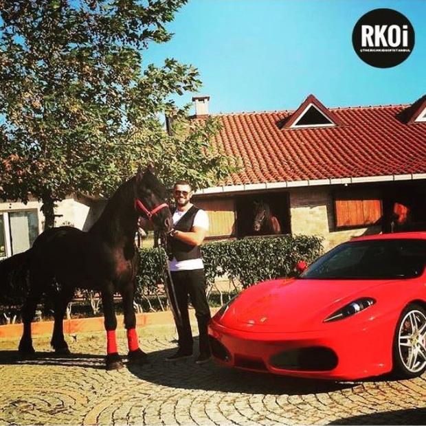 Các tiểu thư, công tử giàu có Thổ Nhĩ Kỳ phô bày cuộc sống giàu có trên Instagram khiến người xem choáng ngợp - Ảnh 7.