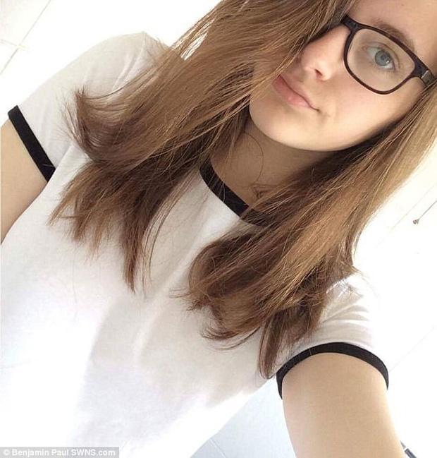 Con gái xinh đẹp, học giỏi tự tử, mẹ đau đớn tìm thấy mảnh giấy có chứa dòng chữ cầu cứu bí ẩn trong phòng - Ảnh 2.