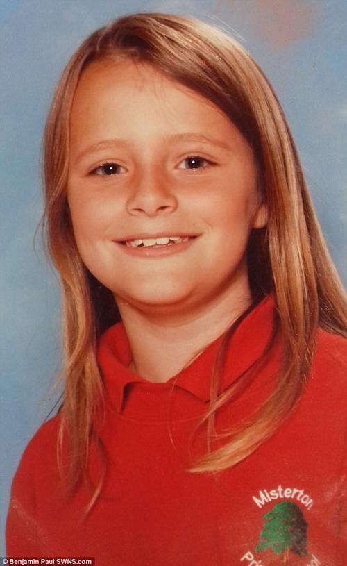 Con gái xinh đẹp, học giỏi tự tử, mẹ đau đớn tìm thấy mảnh giấy có chứa dòng chữ cầu cứu bí ẩn trong phòng - Ảnh 11.