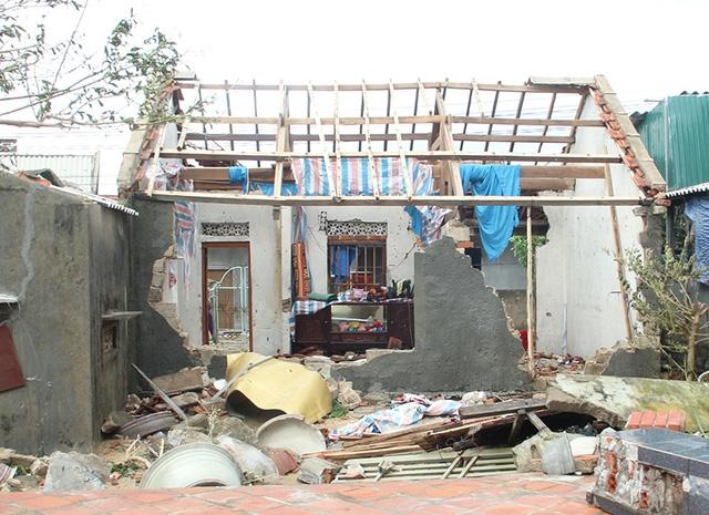 Với hơn 60.000 ngôi nhà bị tốc mái, đổ sập do bão số 10 gây ra, nên sau bão nhu cầu về tấm lợp của người dân Hà Tĩnh là rất lớn.