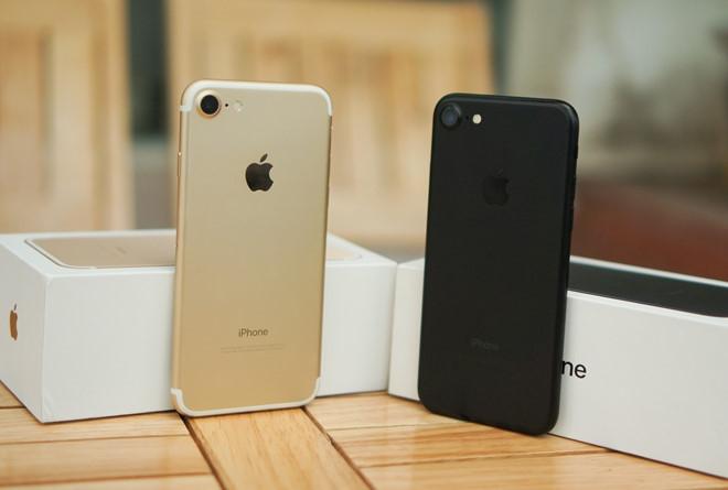 iPhone 8 sap ve Viet Nam, nguoi dung ru nhau mua iPhone 7 hinh anh 1
