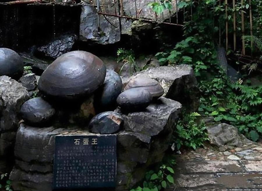 """Kỳ lạ vách đá """"đẻ trứng"""" suốt bao năm qua ở Trung Quốc - 2"""