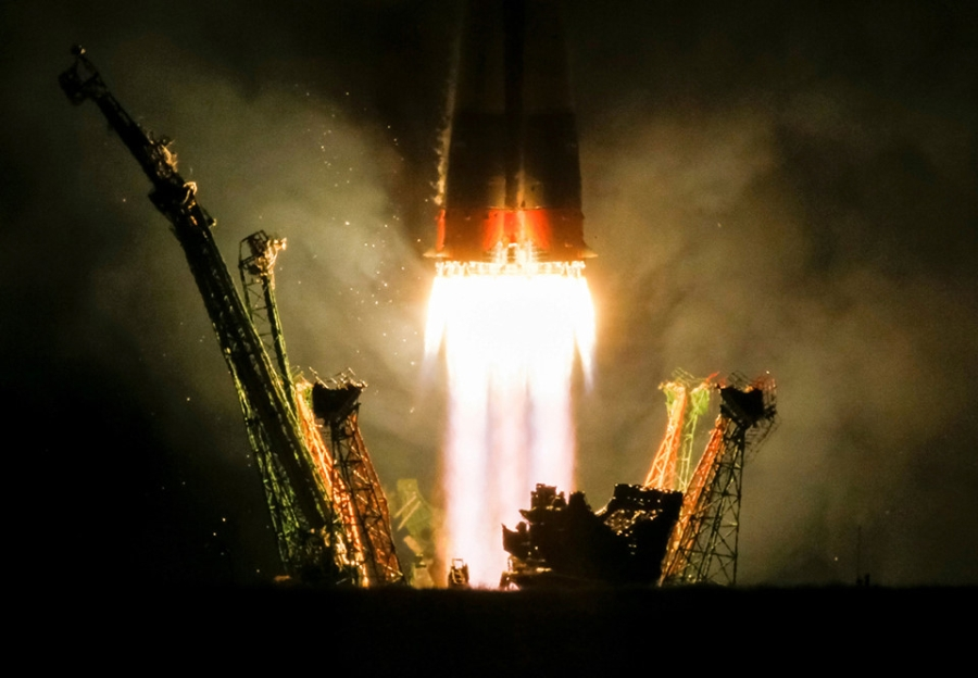 Top anh tuan: Linh du Qatar va 'loi tu biet' cua tau Cassini hinh anh 6