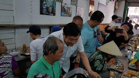 Trương Tấn Sang, Chủ tịch nước, quận 1, TP.HCM, quán cơm Nụ Cười, cơm 2000 đồng